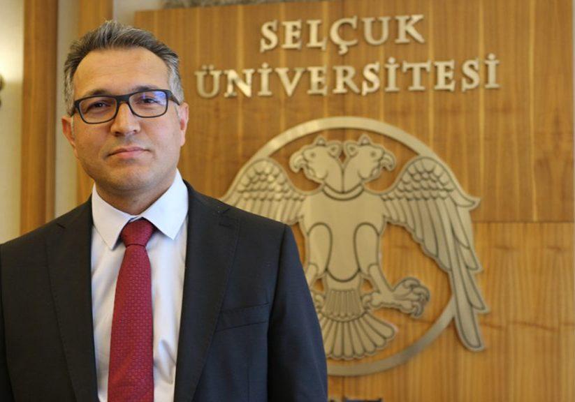 Selçuk Üniversitesi Rektörü Prof. Dr. Metin Aksoy (fotoğrafta), kamu kaynaklarının etkin şekilde kullanılması amacıyla, üniversite bünyesindeki makam araçlarının hizmet amaçlı tahsisine karar verdi. ( Havva Dereağzı - Anadolu Ajansı )